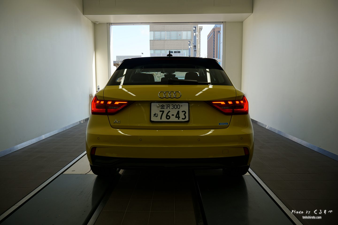 Audi A1 Sportback イエロー リアビュー