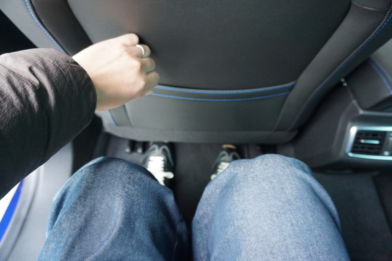 メガーヌスポーツツアラーGTの後席膝下空間