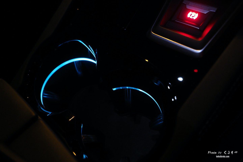 508SWの運転席ドリンクホルダー(夜)