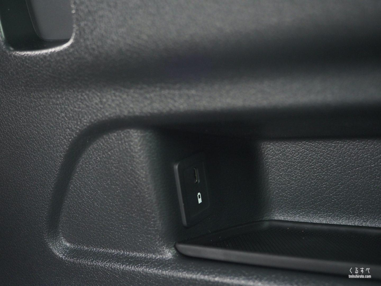GLB 200d 3列目 USB Type-C