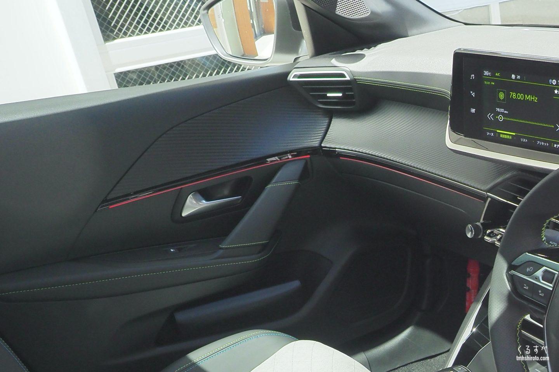 新型208 GT Lineのダッシュボード、ドアトリム