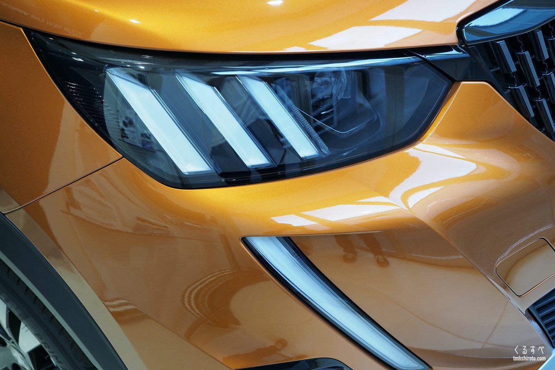 SUV 2008のヘッドライトと牙デイライト