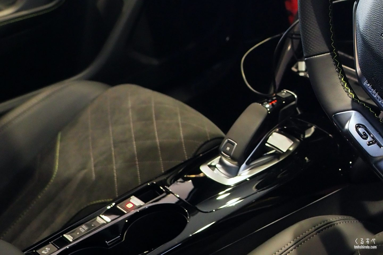 SUV 2008 GT Lineのシフトノブ周り(ピアノブラック塗装)