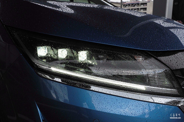 日産ノートe-POWER Xの3眼LEDヘッドライト点灯状態