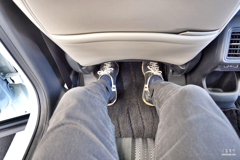ホンダヴェゼルe:HEVの後席膝前空間の広さ