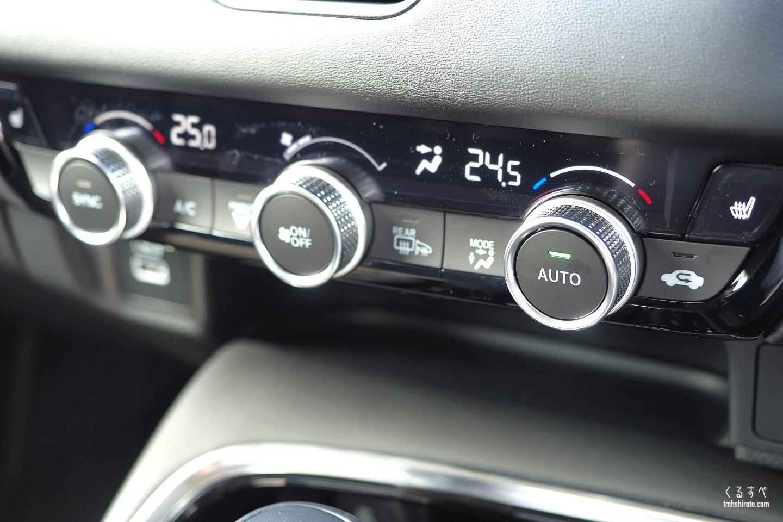 ホンダヴェゼルe:HEV Zのエアコン操作部(左右独立温度コントロール機能付き)