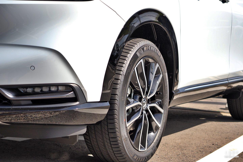 新型ヴェゼル e:HEV Zの18インチタイヤ&ホイール(ミシュラン プライマしー4を装着)
