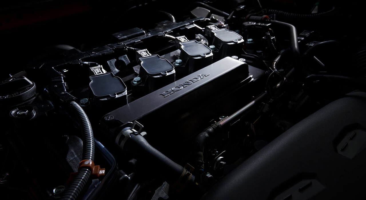 新型シビックハッチバックの1.5L直列4気筒ガソリンエンジンルーム