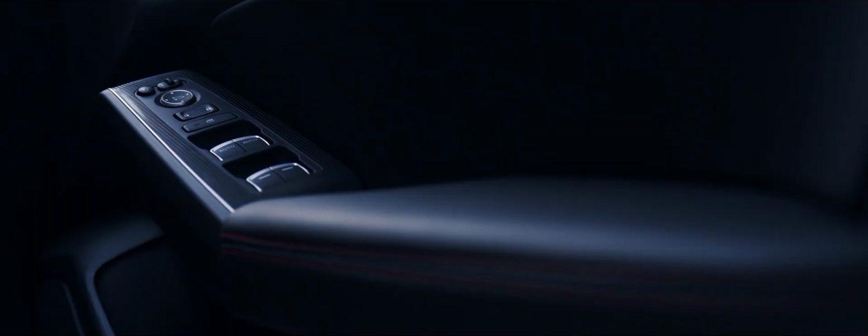 新型シビックハッチバックEXの運転席ドアパネル素材