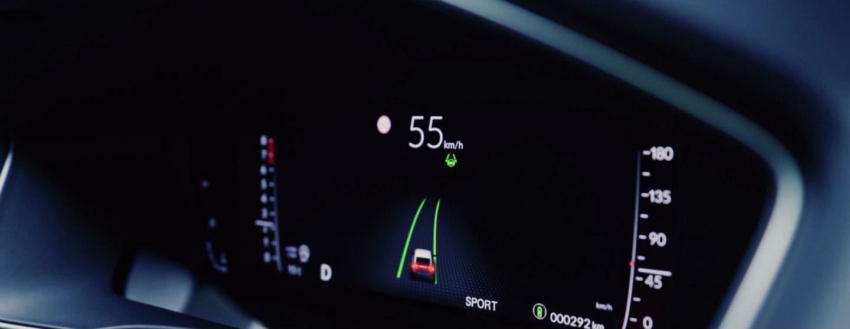 新型シビックハッチバックEXのフルデジタル駅用メーター(Honda SENSING作動状況表示)