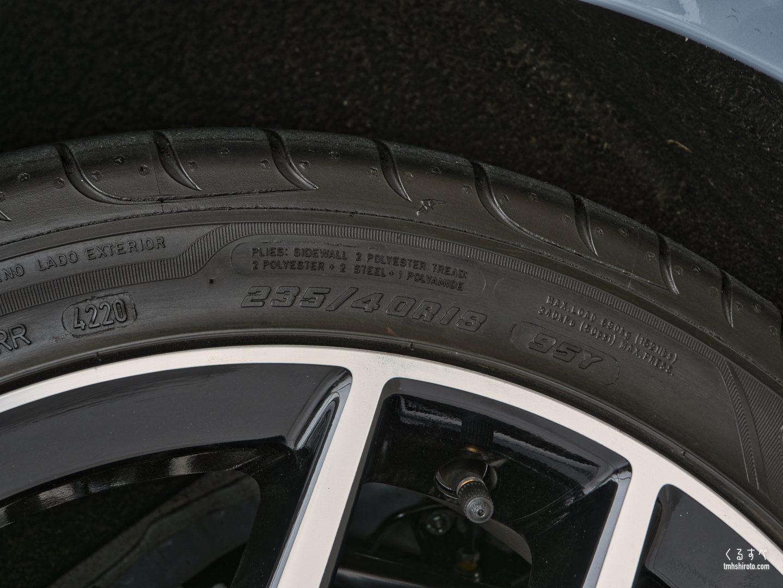 シビック(2021) LXグレードの18インチタイヤサイズ表記部(235/40R18)