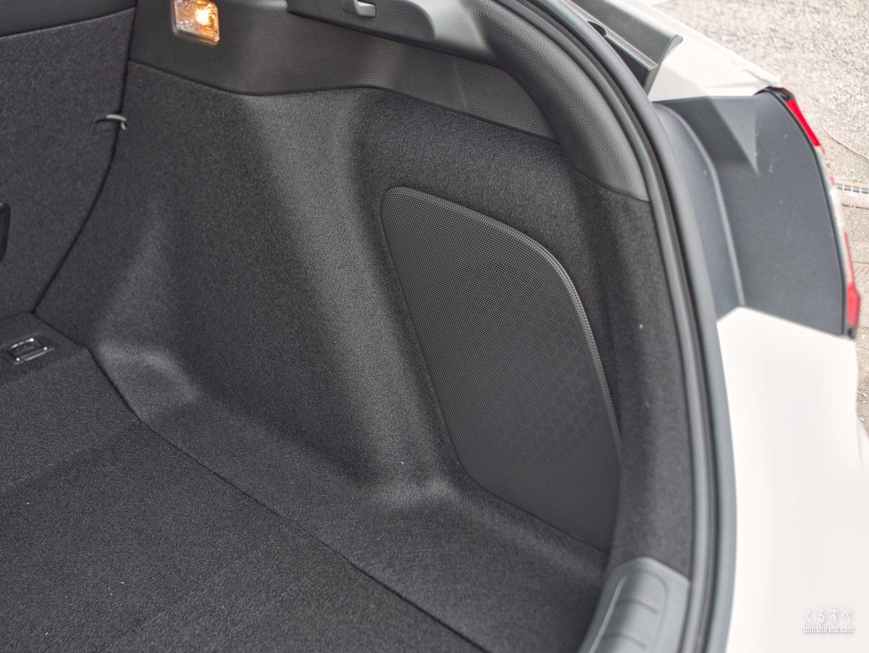 ホンダ シビック(FL1型) EXのBOSEプレミアムサウンドシステムのサブウーファー